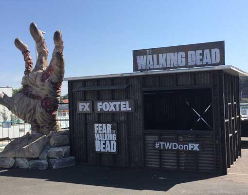the-walking-dead-zombie-hand-sydney--opera-house