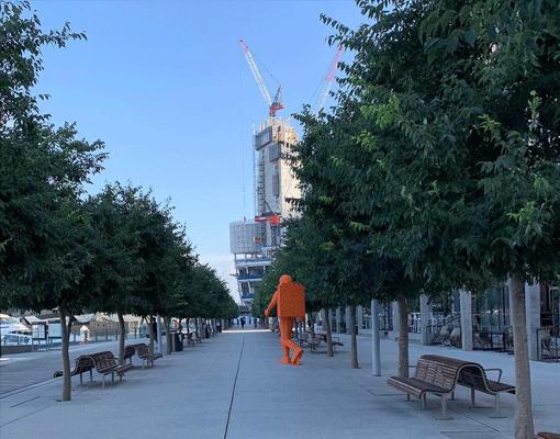 apollo-11-amigo-amigo-sydney-fest-astronaut-walking-